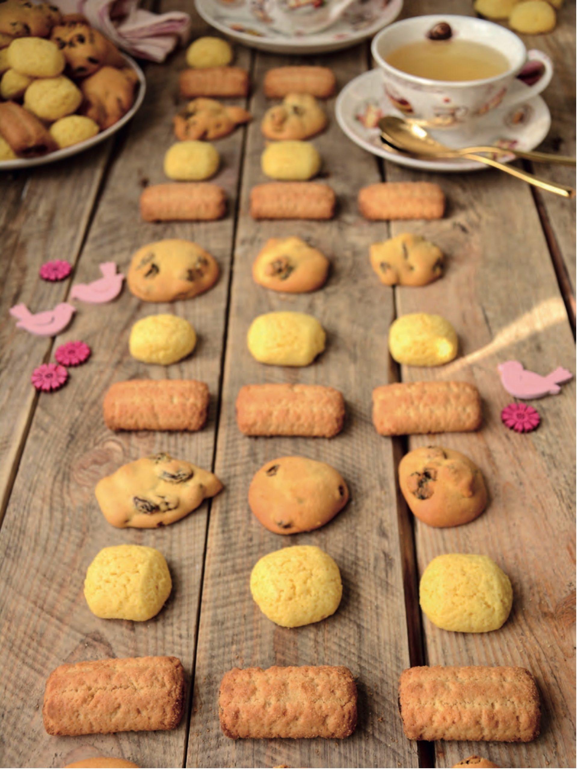Il piano focale è la seconda fila di biscotti dal basso