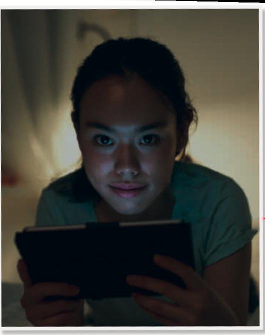 Il viso della ragazza va rischiarato per far risaltare la luce che proviene dal tablet