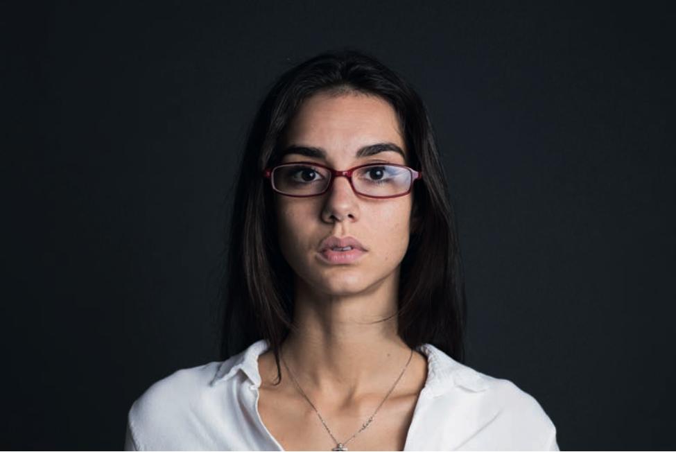 La legge di riflessione e il riflesso sugli occhiali: come si presenta il problema