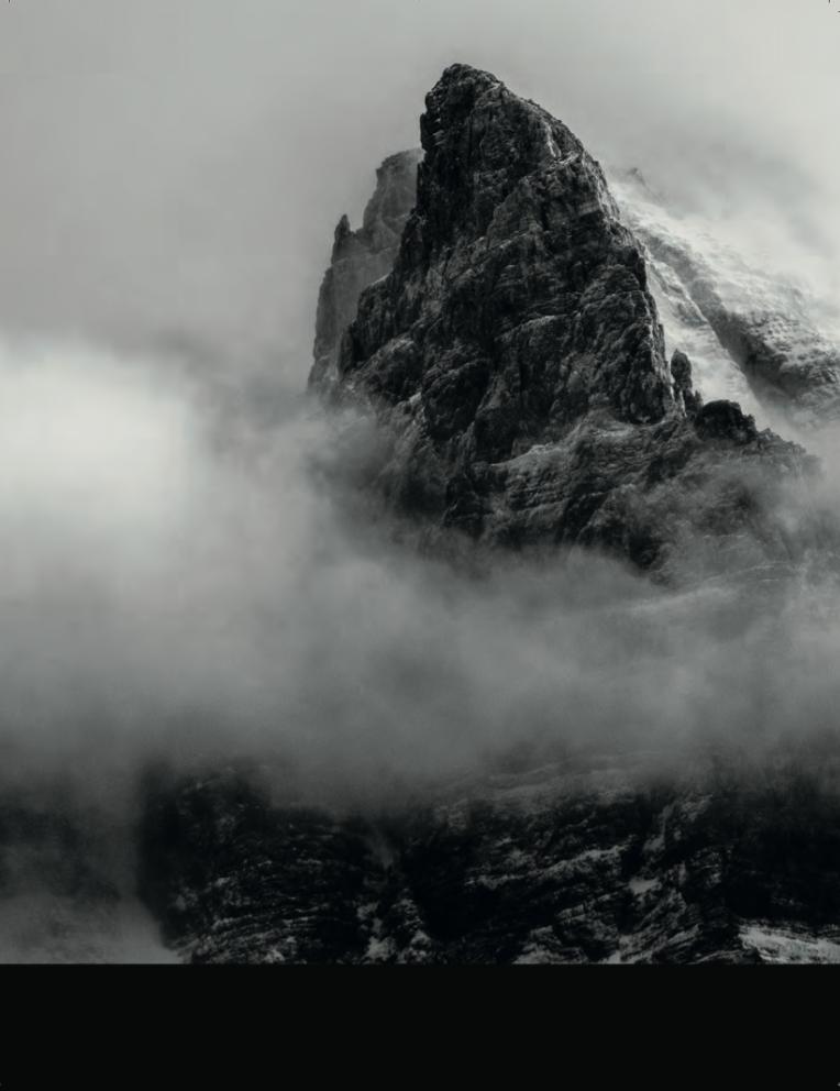 Montagna nella nebbia