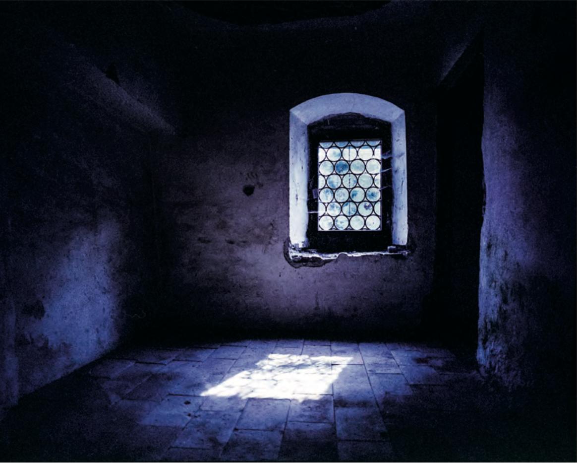 Silenzio assoluto. Monastero di Inzigkofen su Kodak Portra 400 VC scaduta, MHD 2004