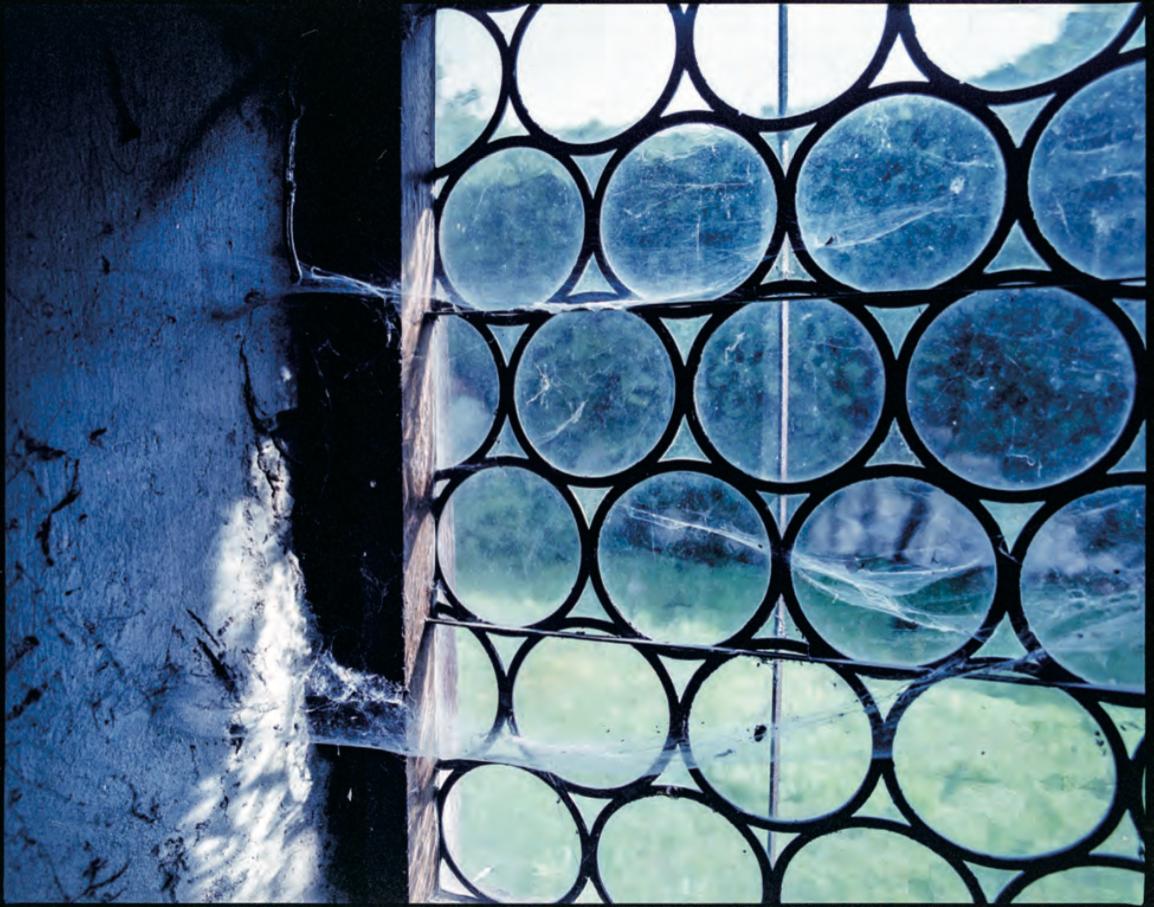 Silenzio. Monastero di Inzigkofen su Kodak Portra 400 VC scaduta, MHD 2004