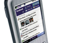 Il fenomeno Facebook spinge l'internet mobile