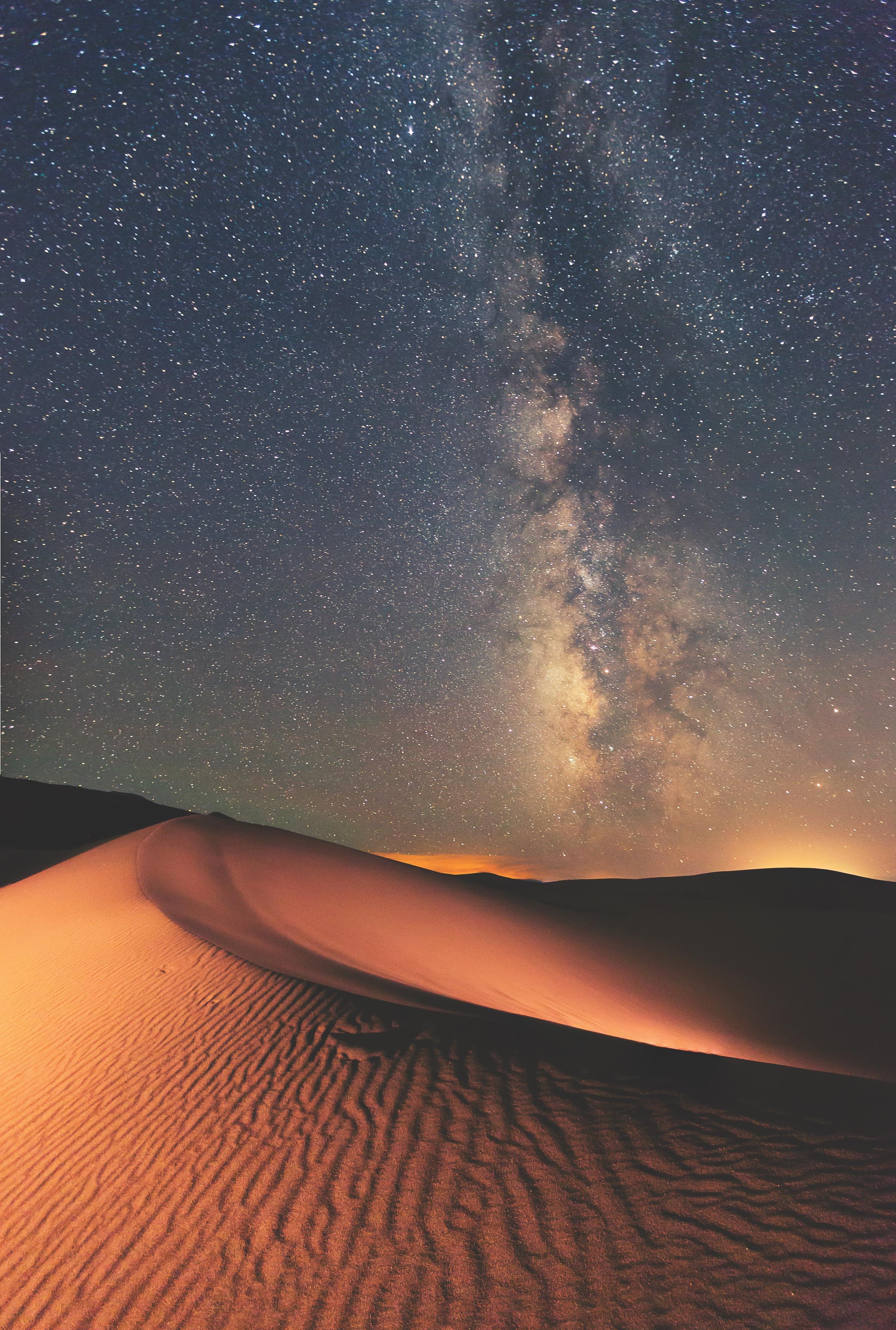 Possiamo scattare foto notturne che siano realistiche? Via Lattea sopra le dune nel Parco nazionale di Great Sand Dunes