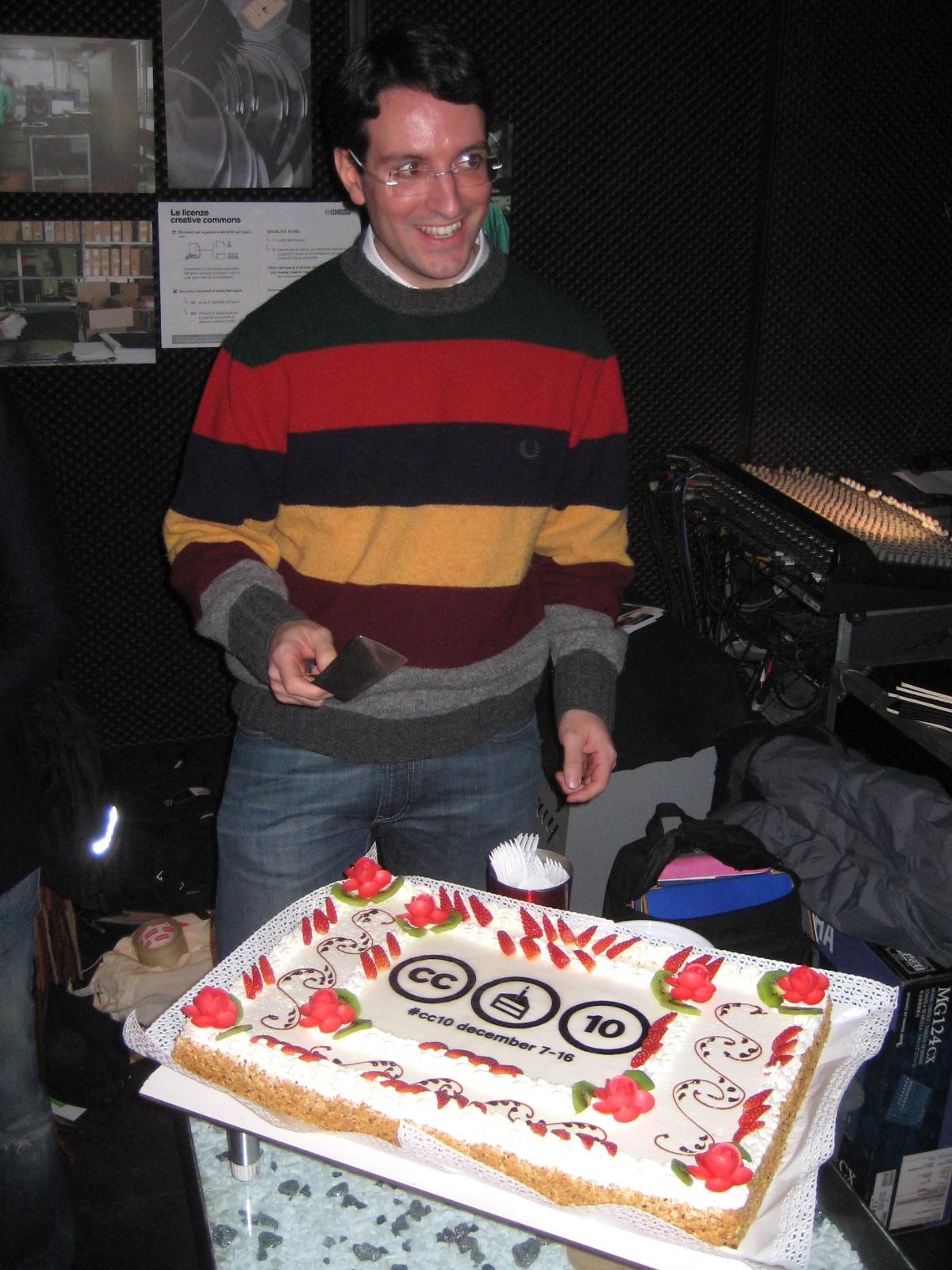 Morando taglia la torta da nuovo responsabile di Creative Commons Italia