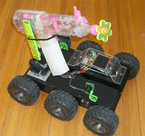 Robot con pistola ad acqua