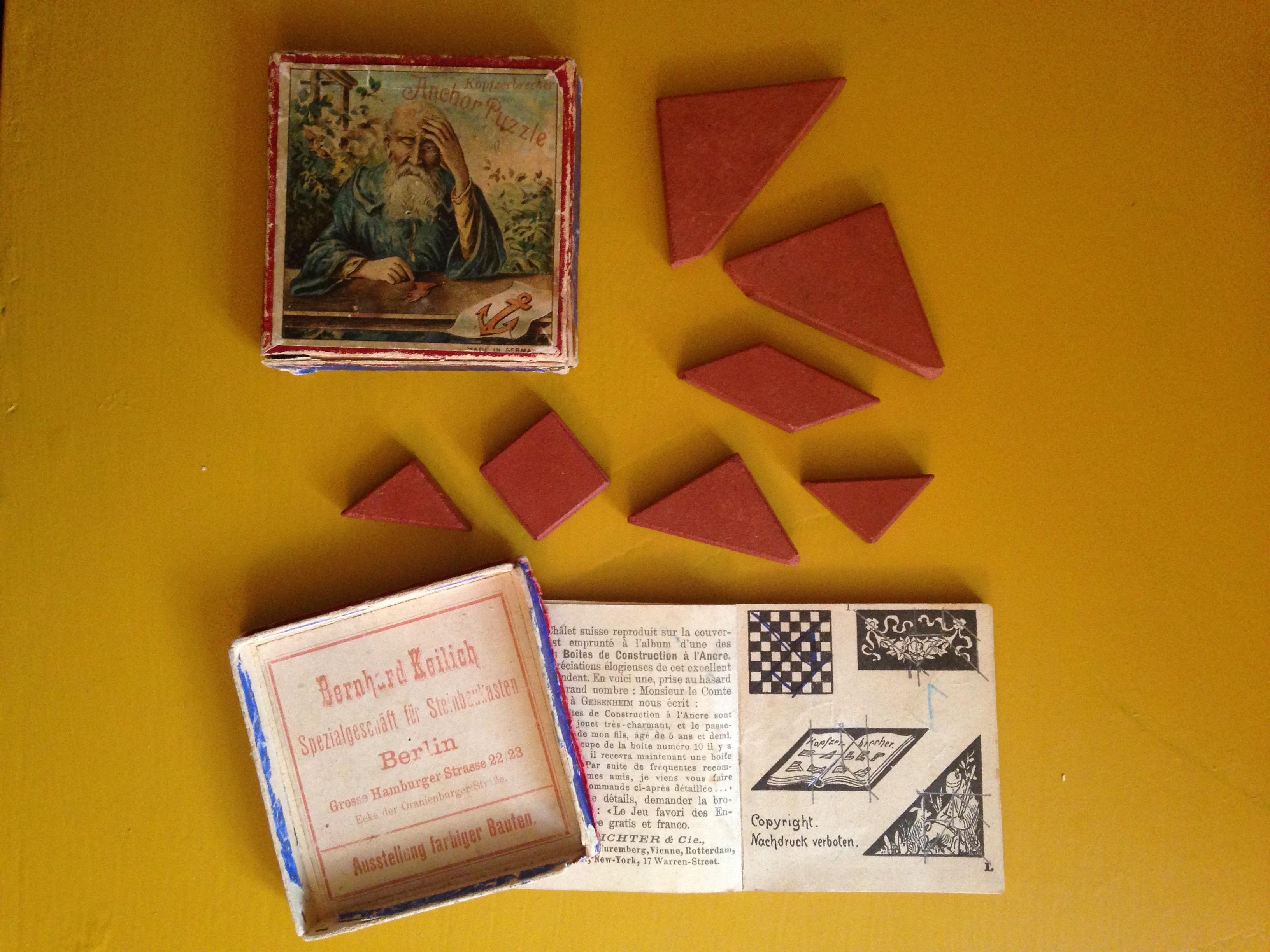 Scatola e pezzi del Tangram
