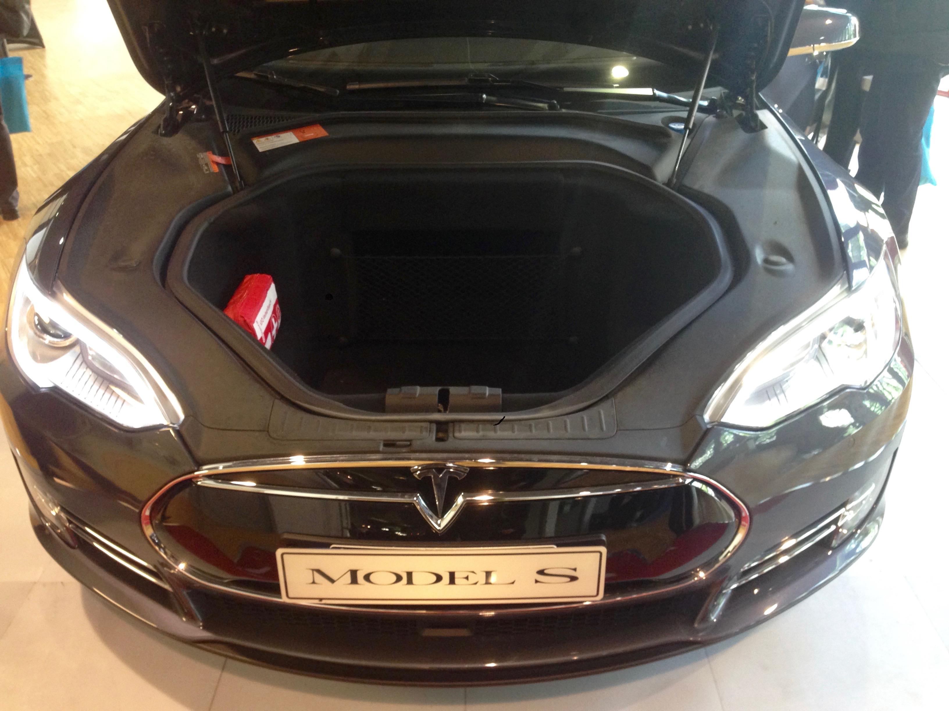 Cofano della Tesla S