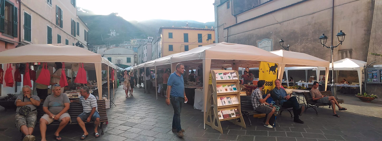 Editoria indipendente in mostra in piazza a Rio nell'Elba