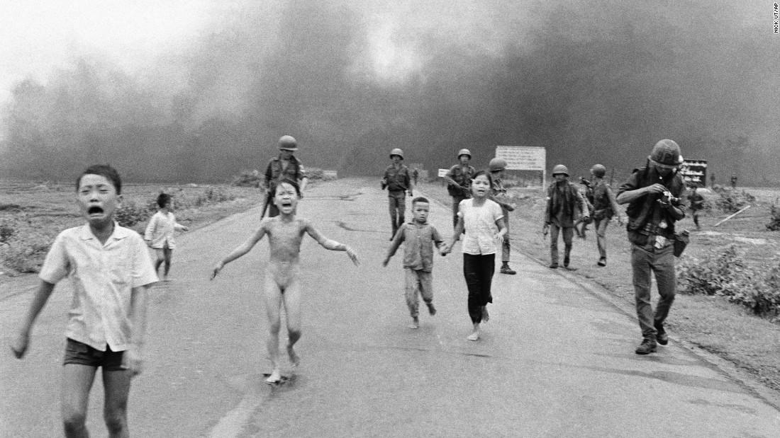 Bambini in fuga dalla guerra in Vietnam