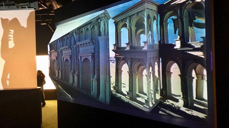 Scultura illusoria di Chris Barker all'ACMI di Melbourne